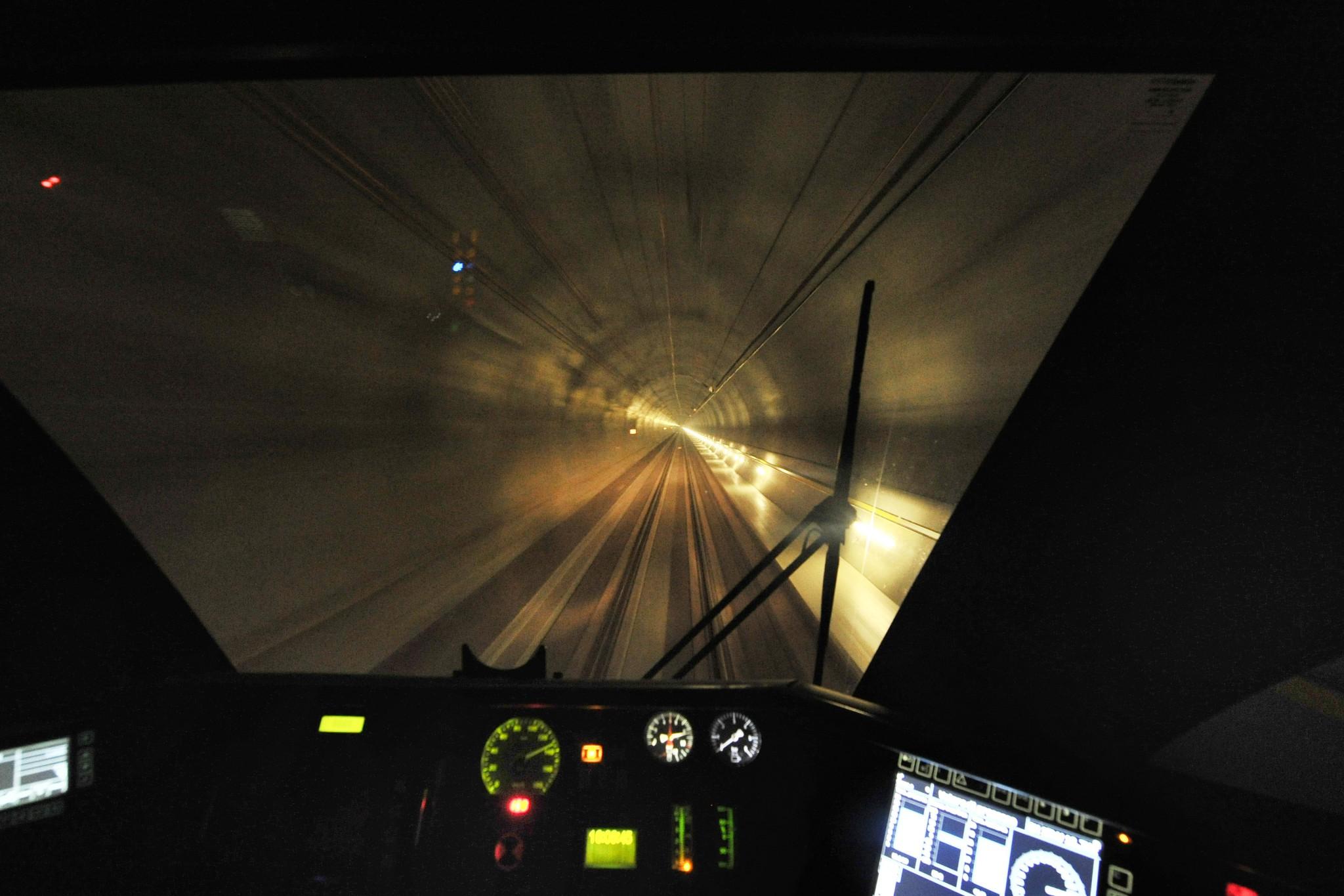 A 220km/h dans le nouveau tunnel du Gothard