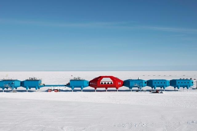 En Antarctique, les stations deviennent les porte-drapeaux des grandes nations